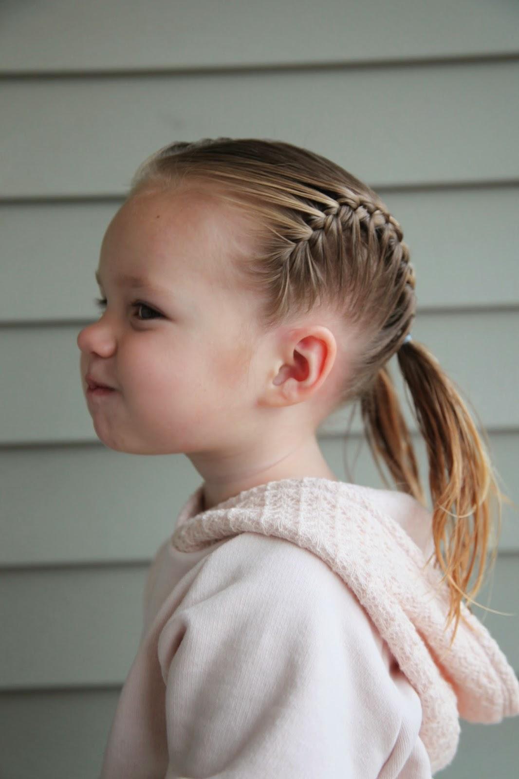 Прически для девочек 3 лет на короткие волосы каждый день